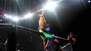 Douglas Silva durante el UFC Fight Night de México en 2016.