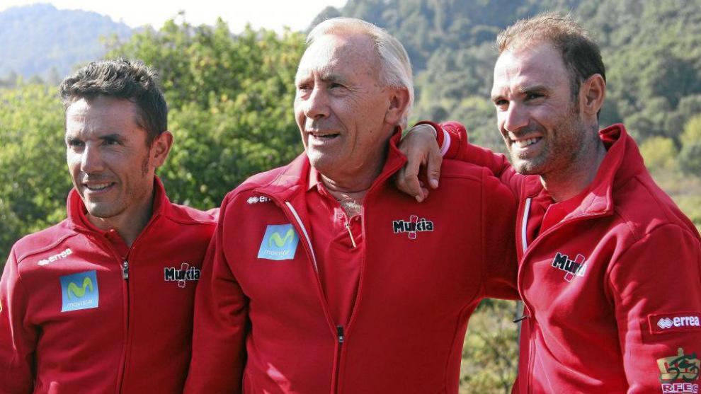 Purito Rodríguez, Javier Mínguez y Alejandro Valverde durante el...