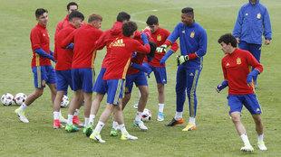 Los jugadores de la sub17 durante un entrenamiento.