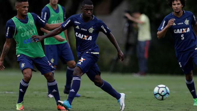 Vinicius, ejercitándose con el Flamengo