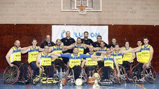 EL CD ILUNION posa para MARCA con sus tres Champions Cup.