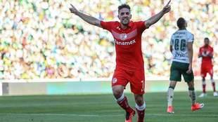 Gabriel Hauche festeja tras anotar en la jornada 17 ante Santos.