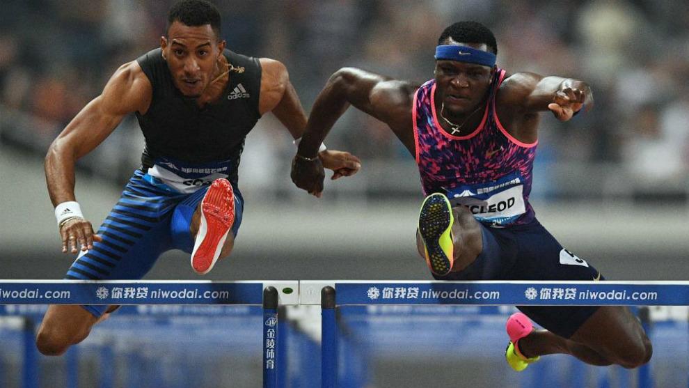 Orlando Ortega y Omar McLeod durante la carrera de hoy en Shanghai.