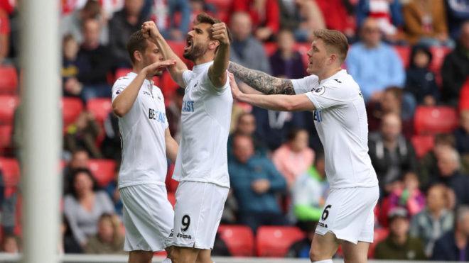 Llorente celebra su gol con el Swansea