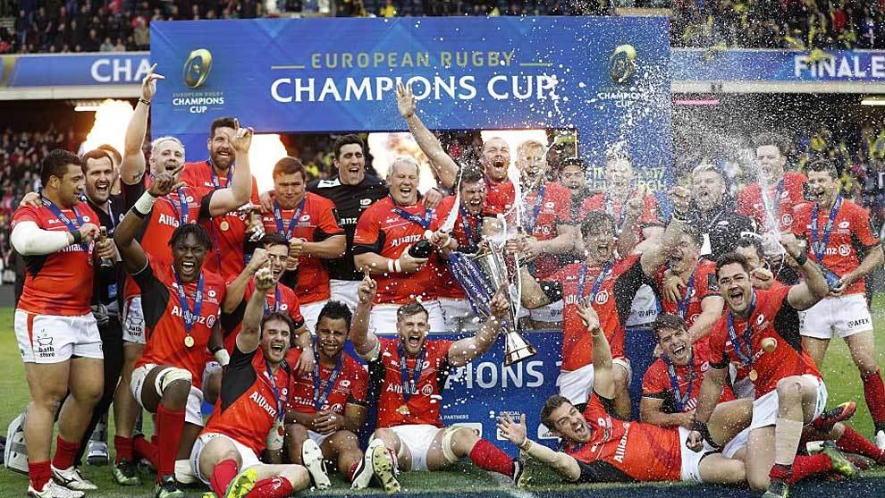 Los jugadores de Saracens celebran el título europeo en el césped de...
