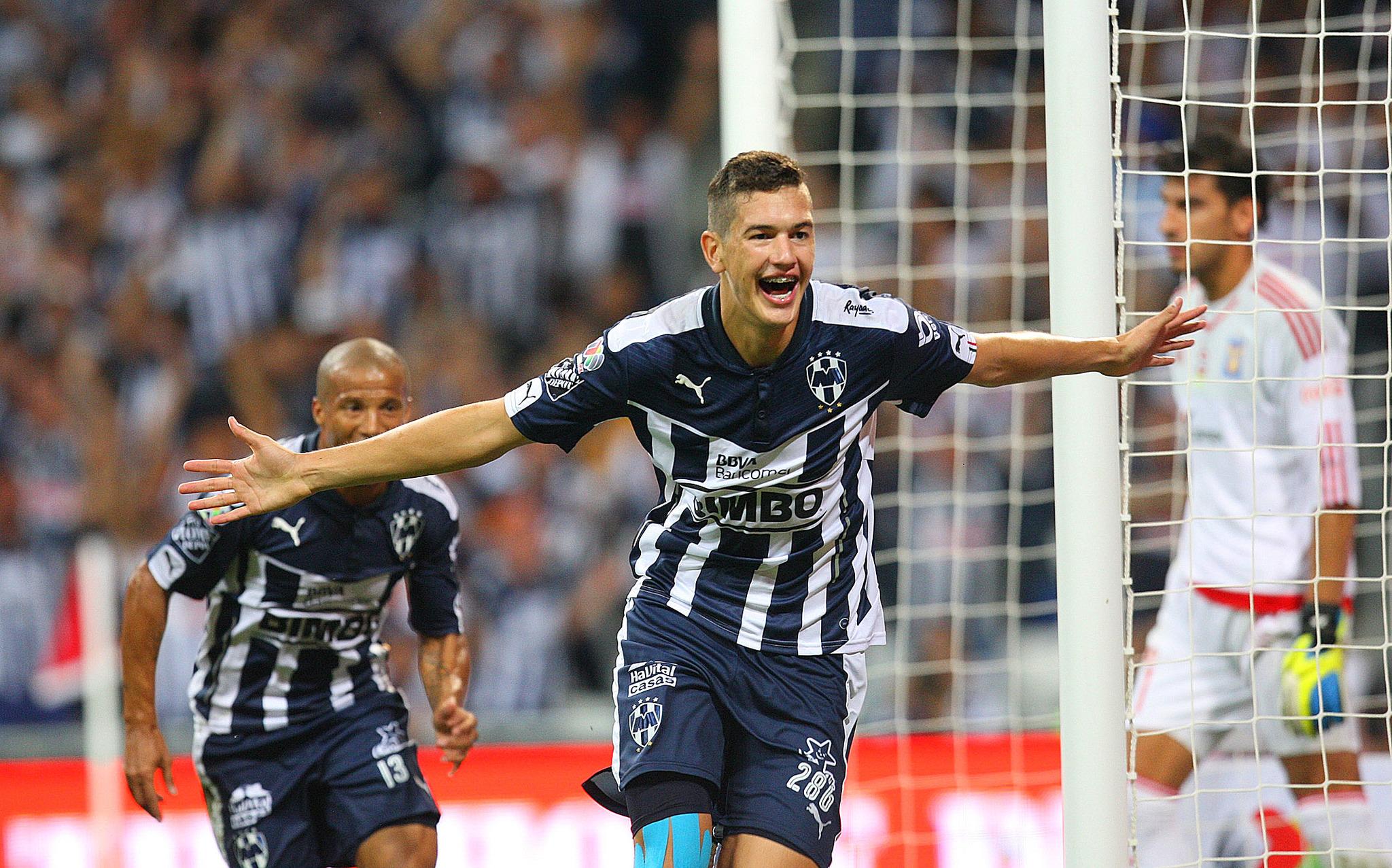 César Montes festeja al gol que acabó con la remontada de Tigres en...