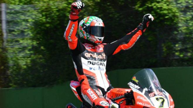 Chaz Davies celebra su triunfo.