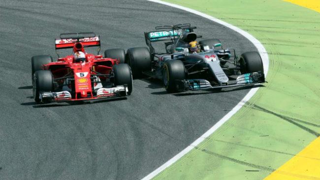 Uno de los momentos en los que Vettel y Hamilton se encontraron en...