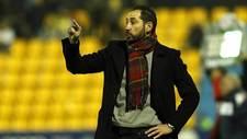 Pablo Mach�n gesticula durante el partido de Alcorc�n de la primera...