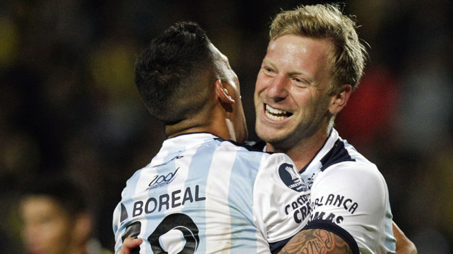El 'Polaco' Menendez celebra un gol en la Copa Libertadores.