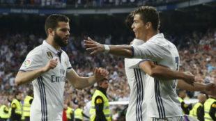 Cristiano celebra un gol con Nacho.