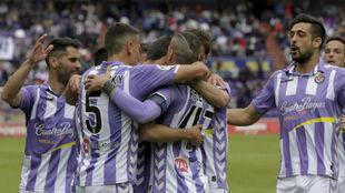 Los jugadores del Valladolid celebran el triunfo ante el Mallorca.