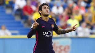 Neymar celebra uno de sus goles en el Gran Canaria