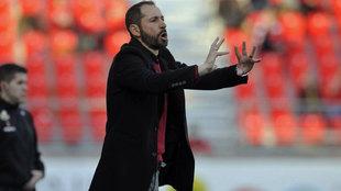 Pablo Machín da instrucciones en un partido de esta temporada
