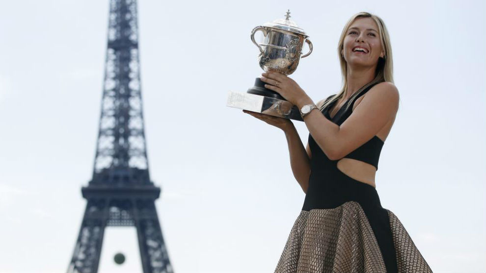 Sharapova, con el trofeo de Roland Garros de 2014