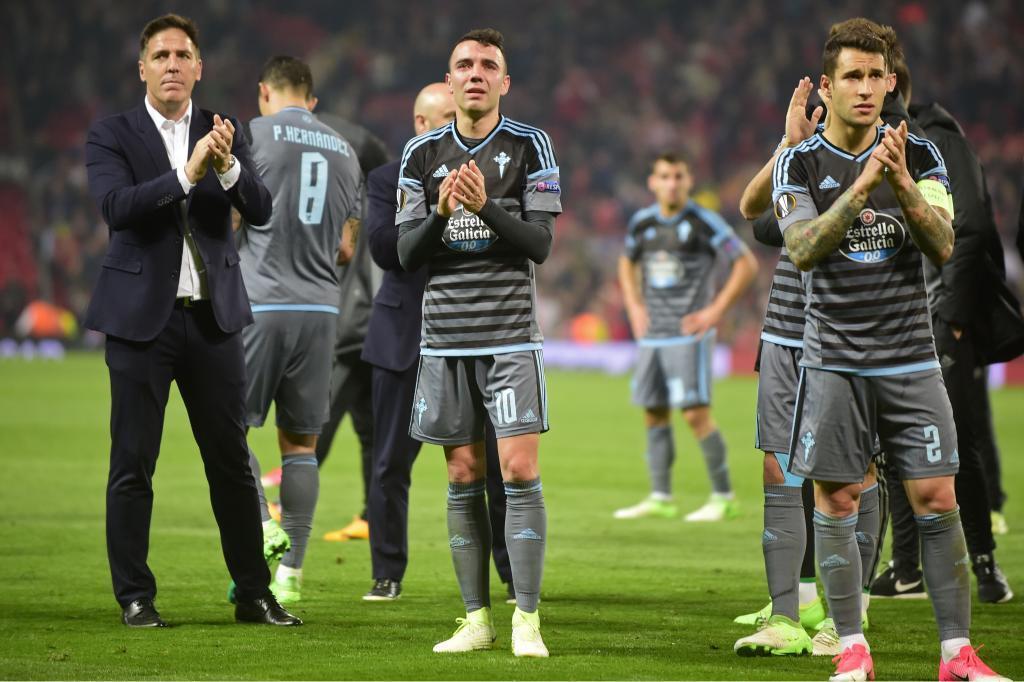 Los jugadores del Celta desolados tras su eliminación de la Europa...