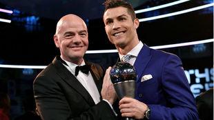Infantino y Ronaldo, en la pasada gala The Best.