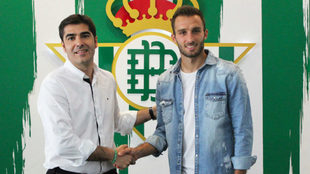 Haro saluda a Pezzella tras anunciarse su renovaci�n con el Betis