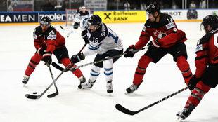 Un lance del Canadá-Finlandia.