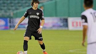 Sergi Nus, con el balón en los pies durante un partido con el Fresnio...