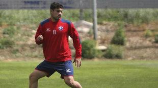 Vinicius, durante un entrenamiento con el Huesca.