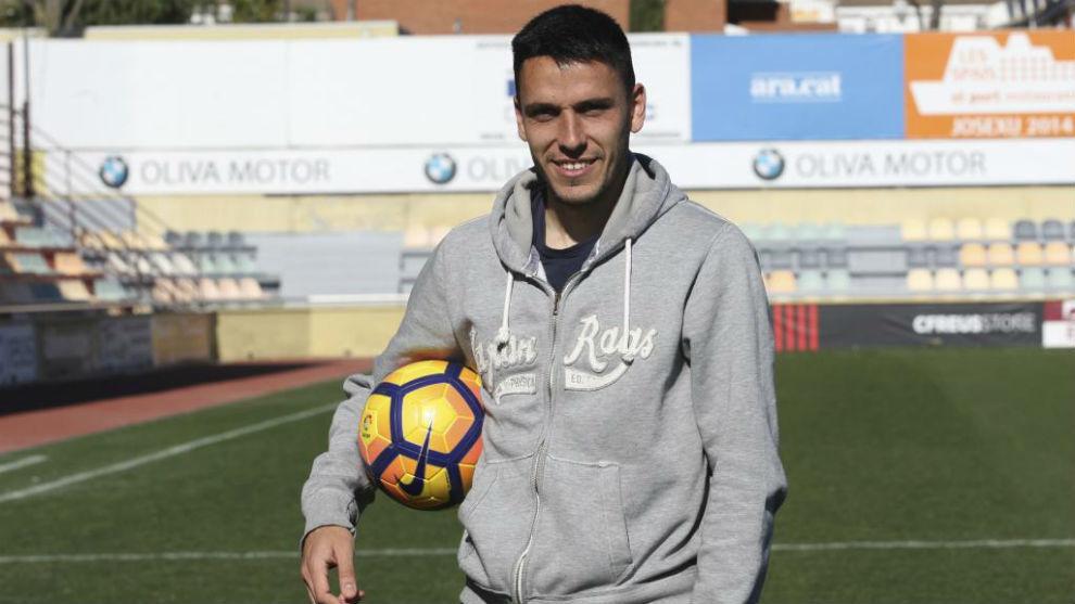 Ramón Folch posa con un balón para MARCA tras la entrevista de...