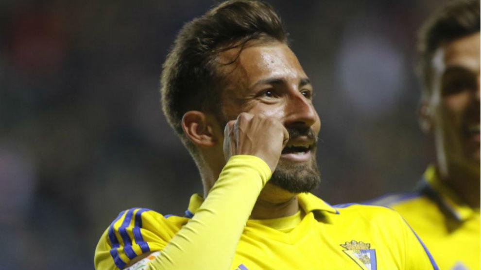 Aitor García celebrando un gol en el Ramón de Carranza ante el...