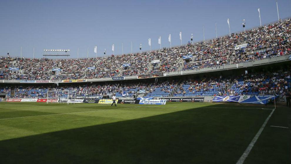 La afición anima a su equipo en el Heliodoro ante el Oviedo