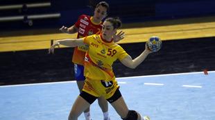 La extremo derecho internacional Marta López durante un amistoso