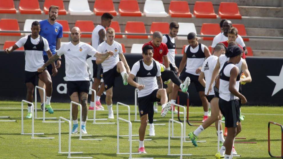 Entrenamiento del Valencia en Paterna