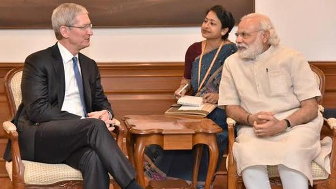 Tim Cook, CEO de Apple y el primer ministro Narendra Modi