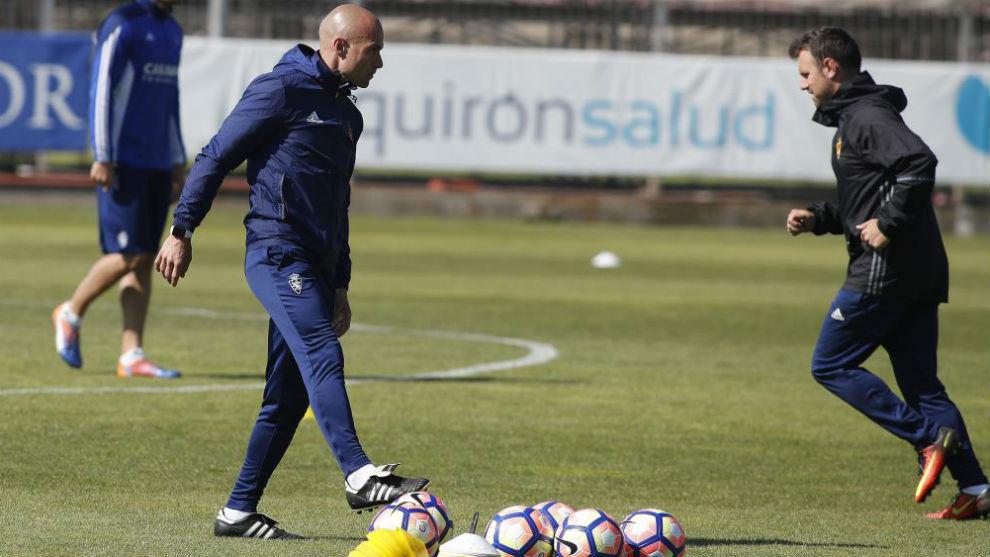 César Láinez dirige un entrenamiento reciente en Zaragoza