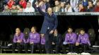 Zidane da instrucciones en el partido ante el Celta.