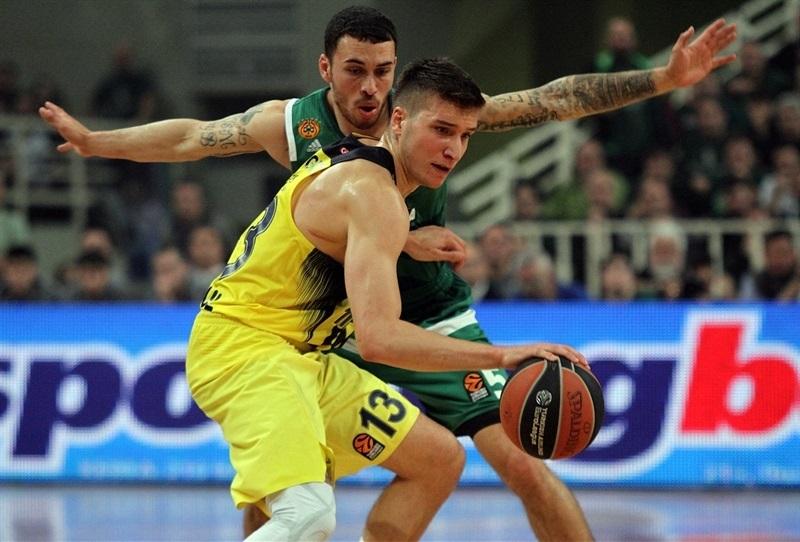 Bogdan Bogdanovic (Fenerbahce) durante la serie de cuartos de final...
