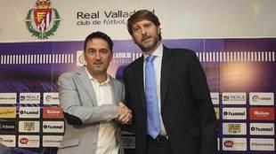 Braulio, junto al presidente Carlos Suárez, tras ampliar su contrato...
