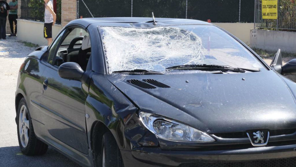 Así quedó el coche contra el que impactó el piloto