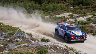 Dani Sordo, durante uno de los tramos de hoy en el Rally de Portugal.