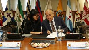 Layhoon Chan y Fernando Roig en una reunión de LaLiga.