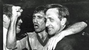 Stoichkov (derecha) junto a Johan Cruyff (derecha).