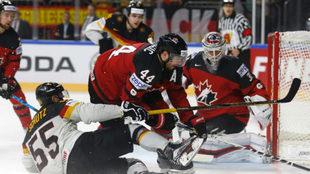 Una jugada del duelo de cuartos de final entre Canadá y Alemania.