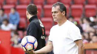 Alexis, con un balón en la mano durante el partido
