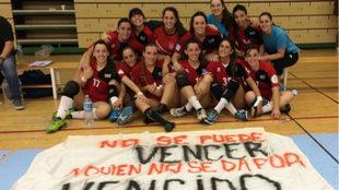 La plantilla del Base Villaverde tras su victoria en Málaga.