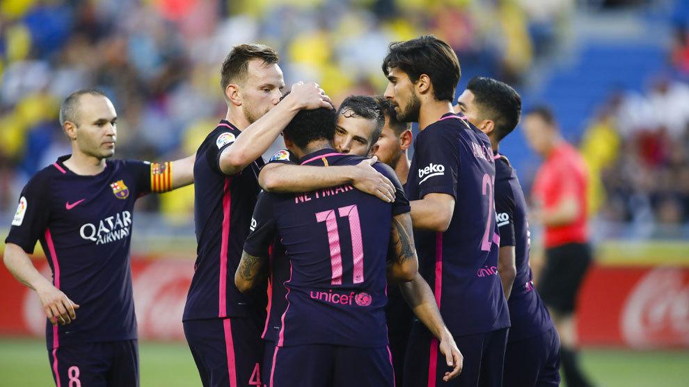 Los jugadores del Barcelona celebran un gol ante Las Palmas