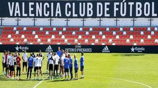 La plantilla del Valencia durante el entrenamiento