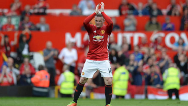 Rooney saluda a Old Trafford.