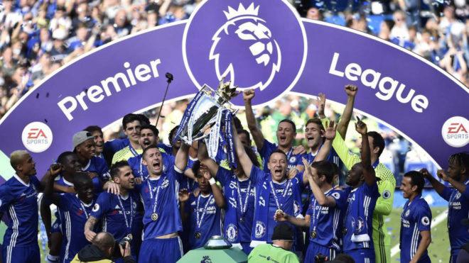 El Chelsea levanta al cielo de Londres la Premier.