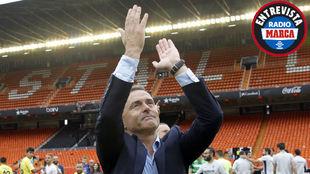 Fran Escribá, celebrando la victoria en Mestalla