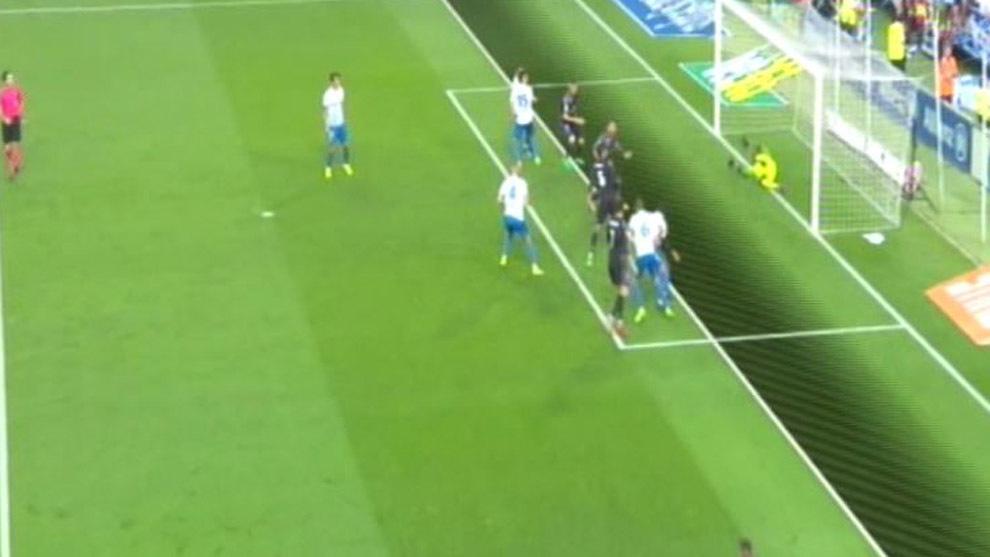 Hay fuera de juego de benzema en el segundo gol del real for Fuera de juego real madrid