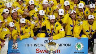 Los jugadores de Suecia celebran su décimo título mundial.