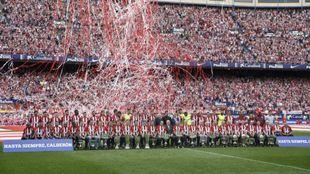 El Atlético y su afición despidieron el Vicente Calderón